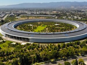 Apple employees will return to the office in September