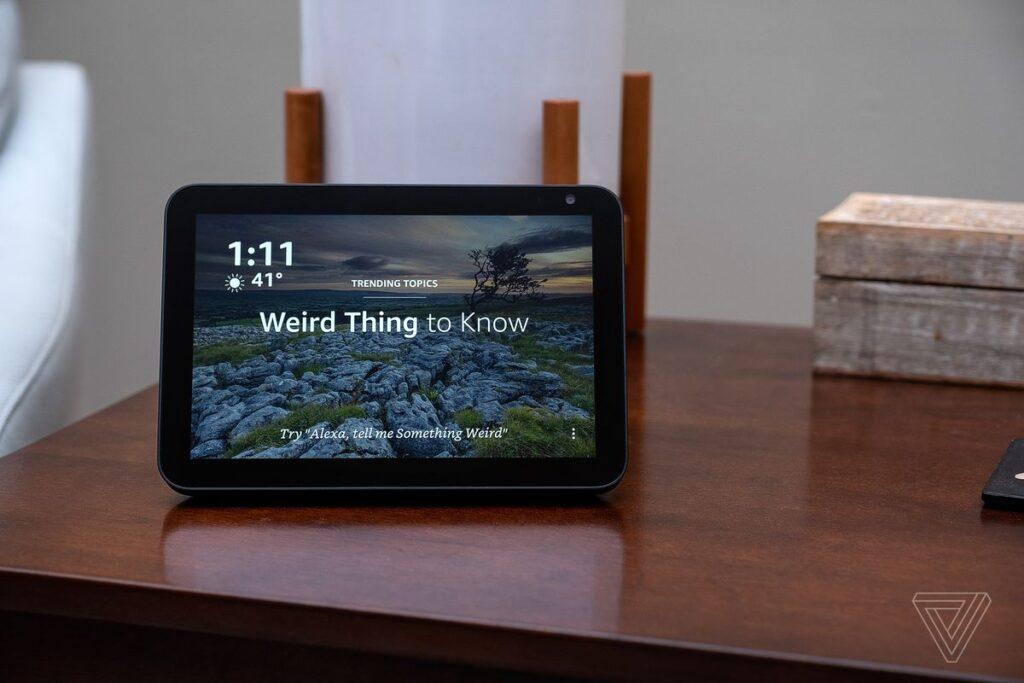 Tangan: Amazon Echo Show 8 (2nd Gen) Review